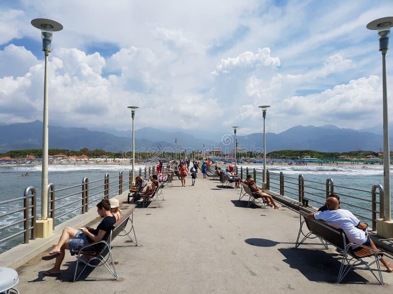 Toskanischer Himmel lizenzfreies stockbild