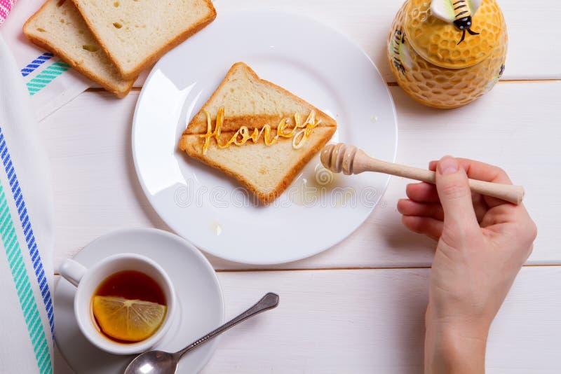Tostada de la miel del desayuno fotografía de archivo libre de regalías