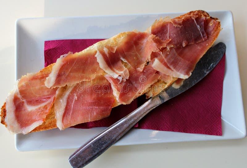 Tostada del jamón un sabor mediterráneo delicioso fotos de archivo libres de regalías