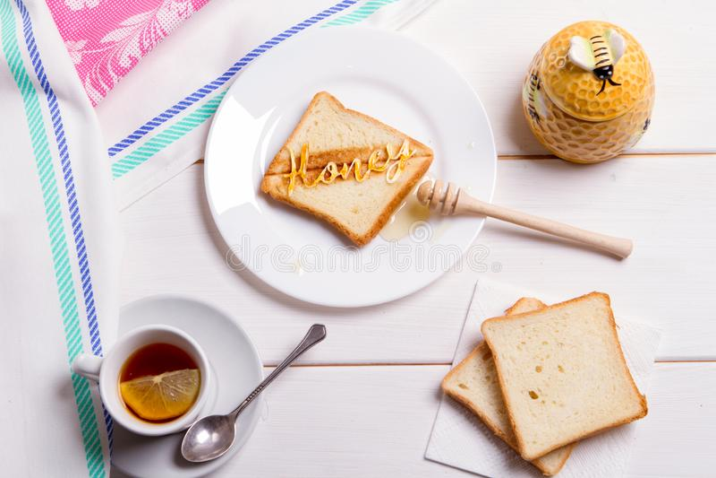 Tostada del pan frito del concepto del desayuno con la miel fotografía de archivo libre de regalías