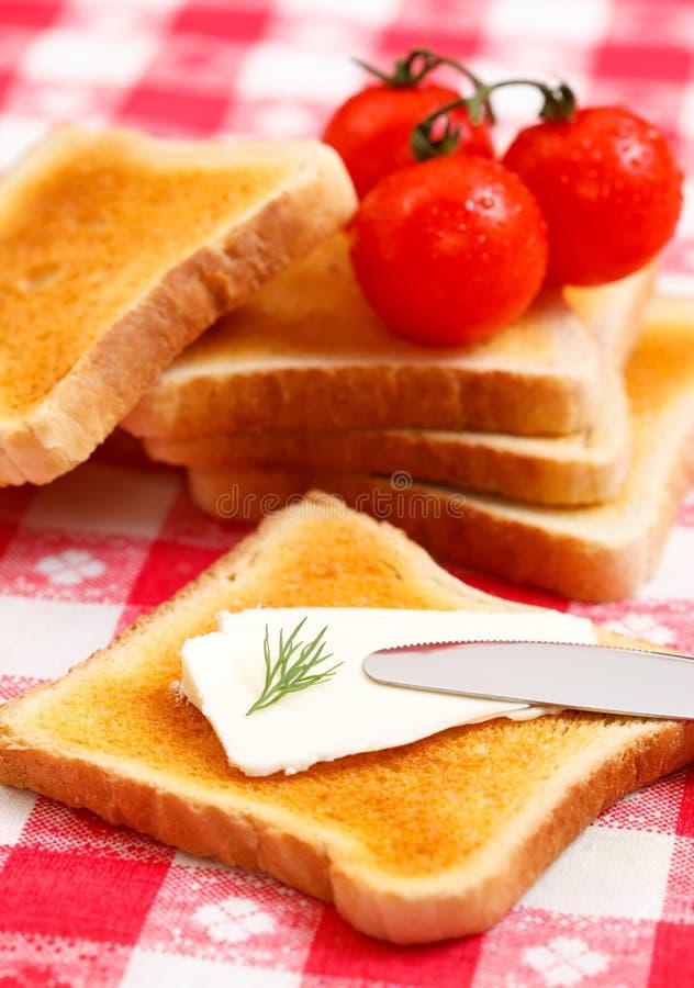 Tostada del queso poner crema foto de archivo