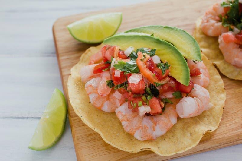 Tostadas DE camaron Mexicanas, garnalentostada, Mexicaans voedsel in Mexico, zeevruchten royalty-vrije stock foto's