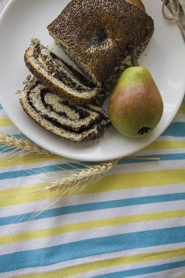 Tostadas y peras de la amapola imagen de archivo