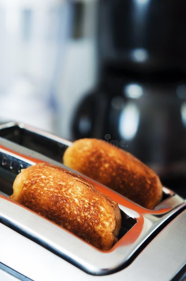 Tostadora del pan en la cocina fotos de archivo