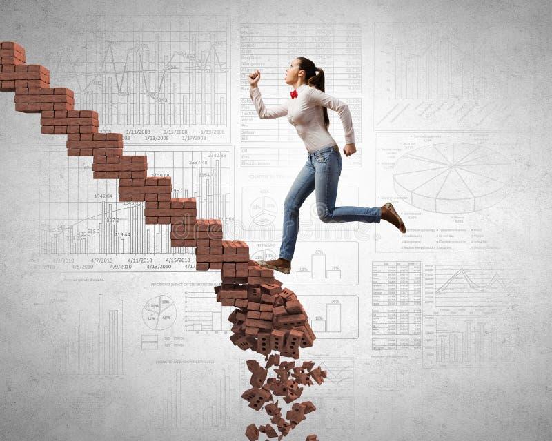 Tot bovenkant die uitdagingen overwinnen stock afbeelding