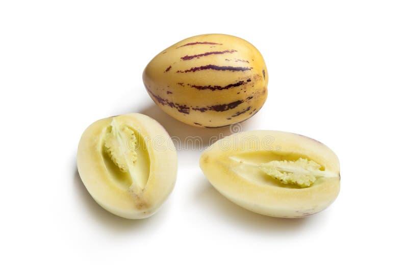 Totalité et demi de melons de Pepino images stock