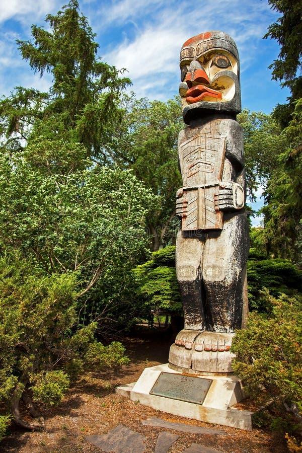 Totem do Haida em Alberta Legislature Bulding Edmonton Alberta foto de stock