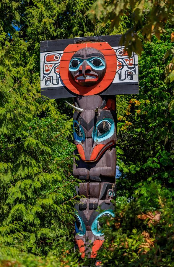 Totem indiani americani di prime nazioni in Stanley Park in Van immagini stock libere da diritti