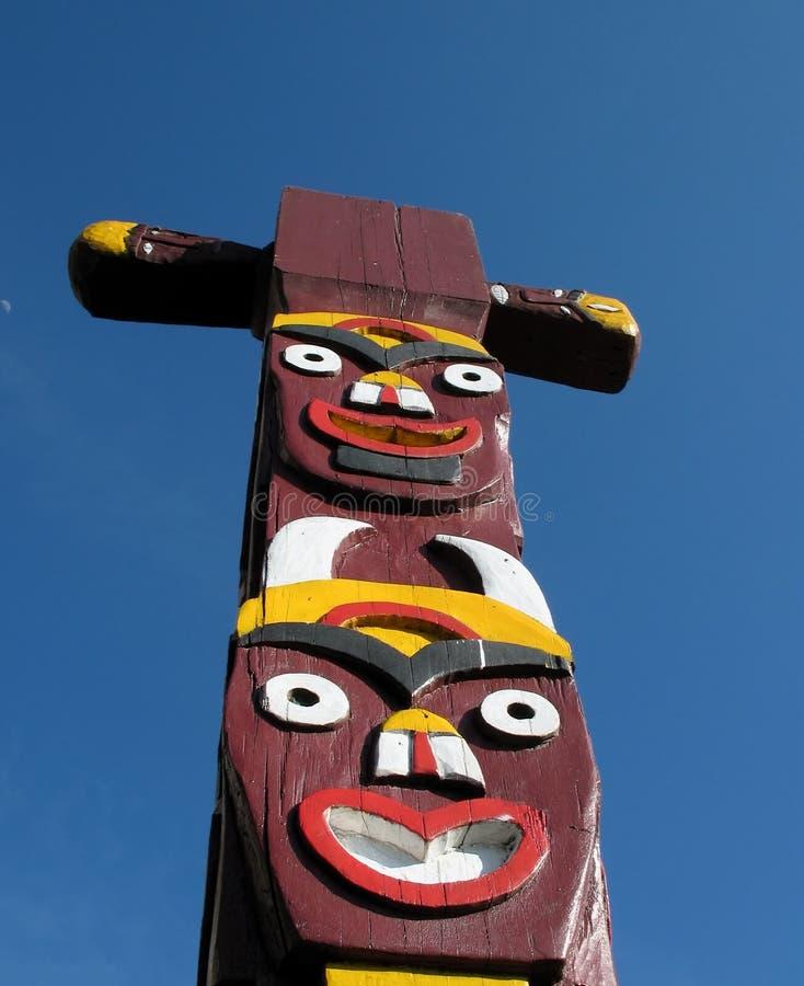 totem indigène de pôle images stock