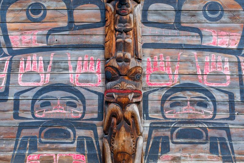 Totem Pole vid Ksan Historical Village arkivfoto