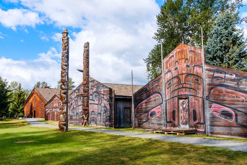 Totem Pole vid Ksan Historical Village arkivfoton