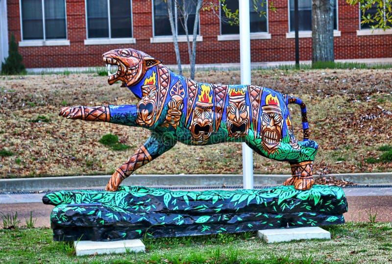Totem Polonais Tiger Statue peint à la main orienté, Memphis Tennessee photographie stock libre de droits