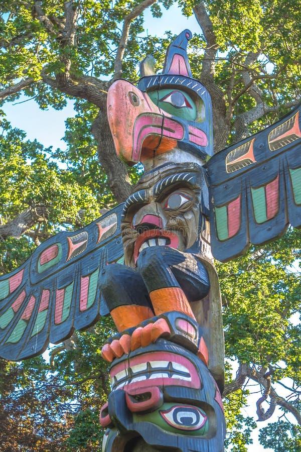 Totempaal bij thunderbirdpark Victoria BC Canada royalty-vrije stock foto