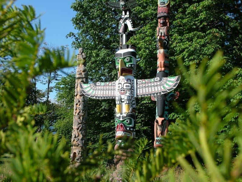 Totempfähle an Brockton-Punkt in Stanley Park in Vancouver lizenzfreie stockfotos