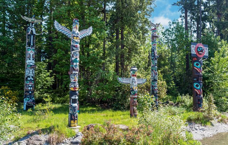 Totems en Stanley Park, Vancouver Canada images libres de droits
