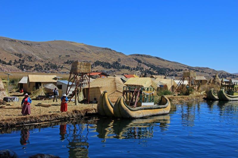 Totora vass som svävar öar Uros, sjö Titicaca, Peru royaltyfria bilder