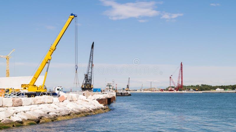 Totstandbrenging van het beweegbare waterdichte schottensysteem om Venetië van te redden stock fotografie