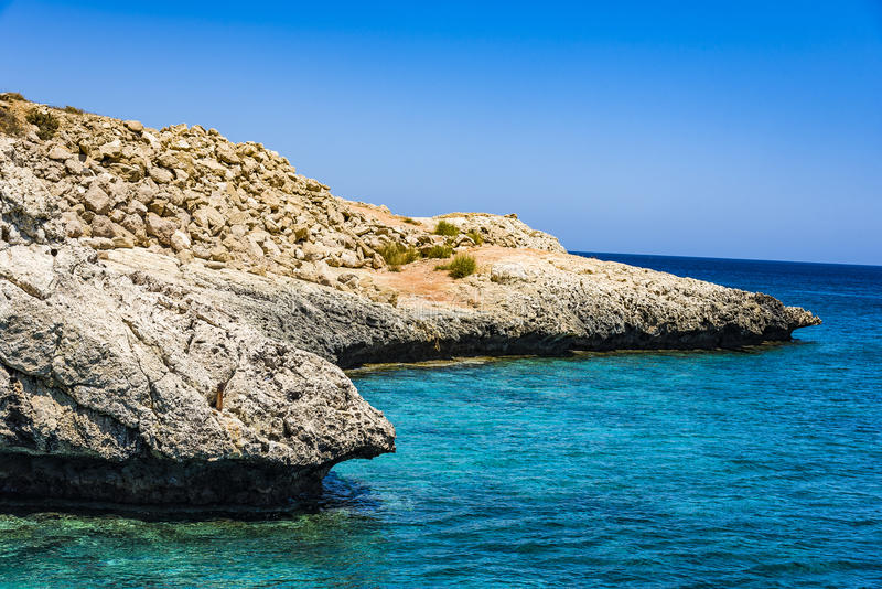 Tou Romiou, τόπος γεννήσεως της Petra Aphrodite ` s στη Πάφο, Κύπρος στοκ φωτογραφία