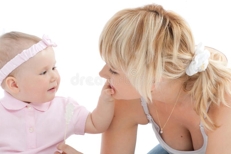 touch för moder s för babyansikteflicka liten fotografering för bildbyråer