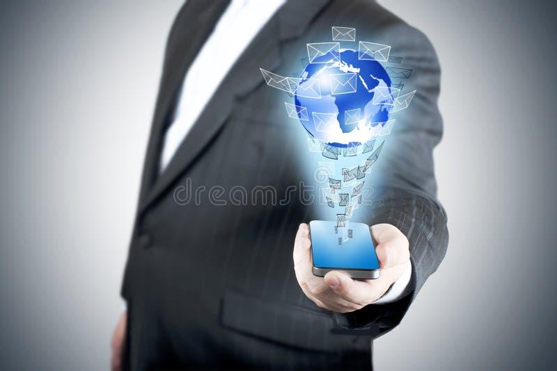 touch för skärm för affärsholdingman mobil royaltyfria foton