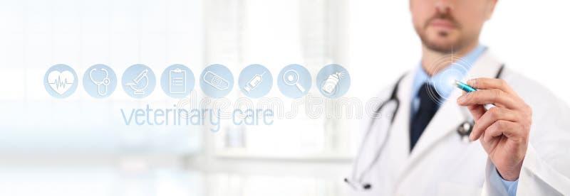 Touch screen veterinario di medico con le icone di simboli del veterinario della penna sul BAC fotografia stock libera da diritti