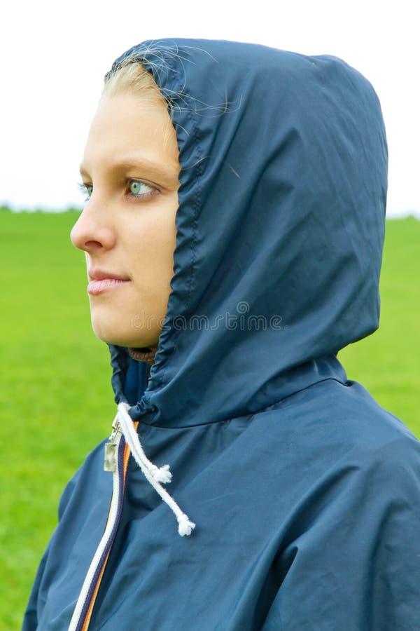 Toughtful, jovem mulher foto de stock royalty free