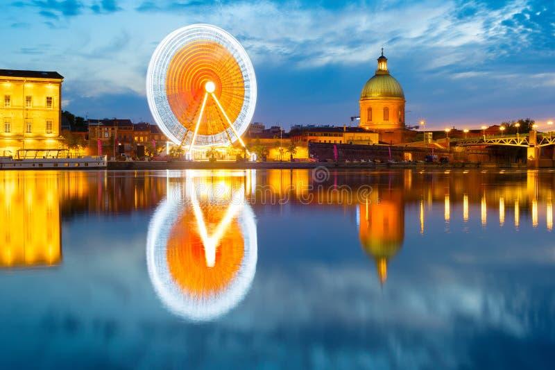 Toulouse-Marksteine durch Fluss frankreich lizenzfreies stockbild