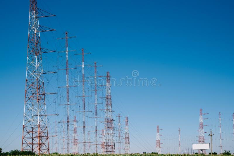 Tour à haute tension de l'électricité de puissance images stock