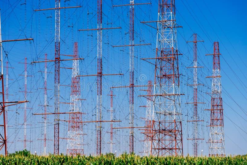 Tour à haute tension de l'électricité de puissance photos stock