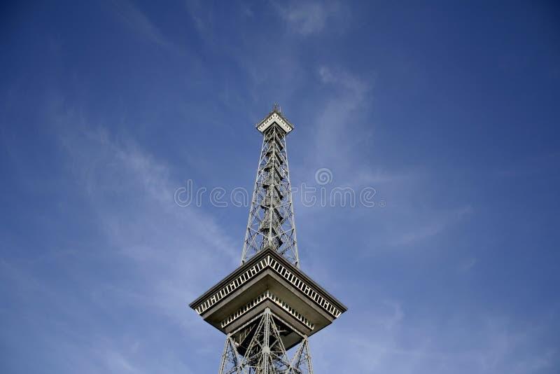 Download Tour photo stock. Image du métal, récepteur, message, branchez - 2142444
