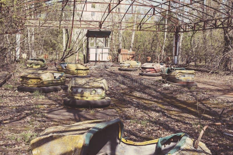 Tour abandonné de voiture de butoir de parc d'attractions images stock
