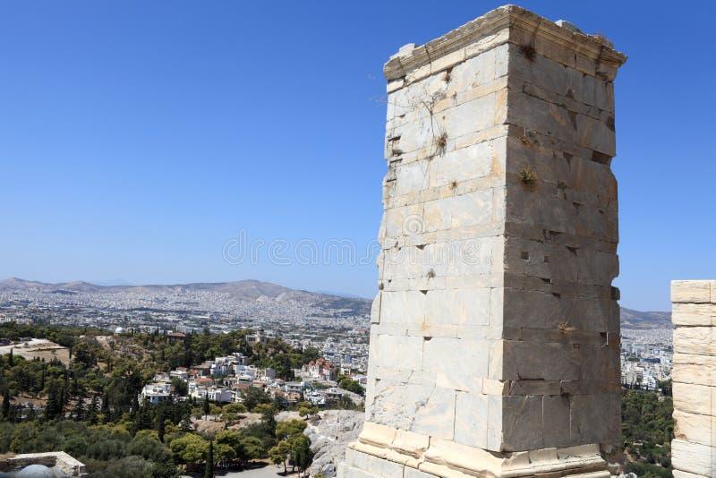 Tour antique d'Agrippa de l'Acropole Propylae photos stock