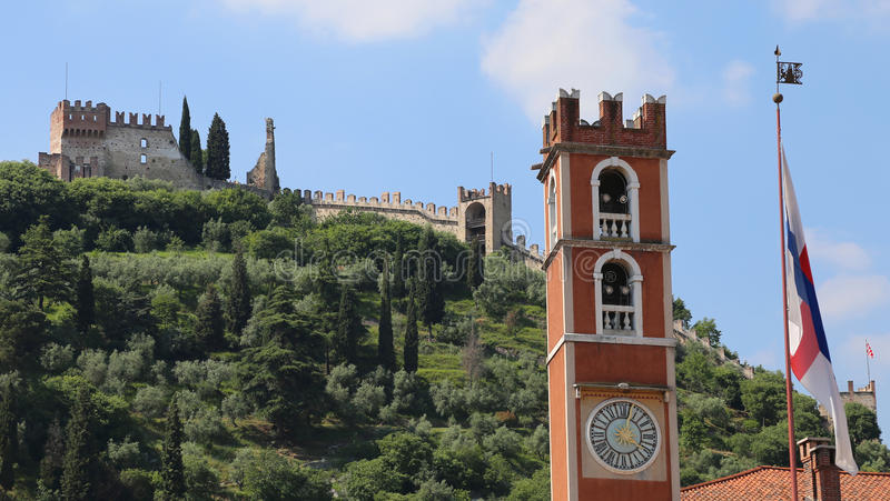 Tour antique et le château dans la ville de Marostica en Italie photo libre de droits