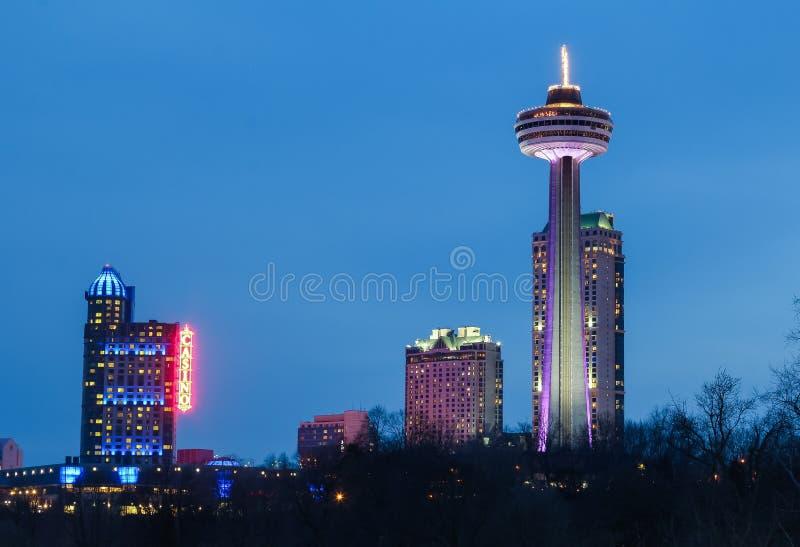 Tour, casino et hôtels de Skylon aux chutes du Niagara photographie stock
