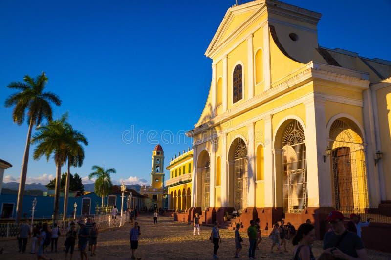 Tour coloniale de cathédrale et d'horloge dans Trindad, Cuba photos stock