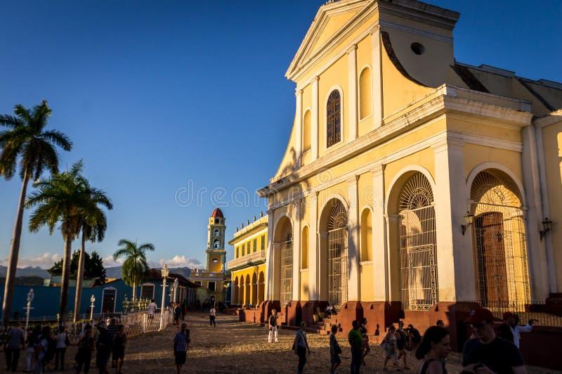 Tour coloniale de cathédrale et d'horloge dans Trindad, Cuba photographie stock
