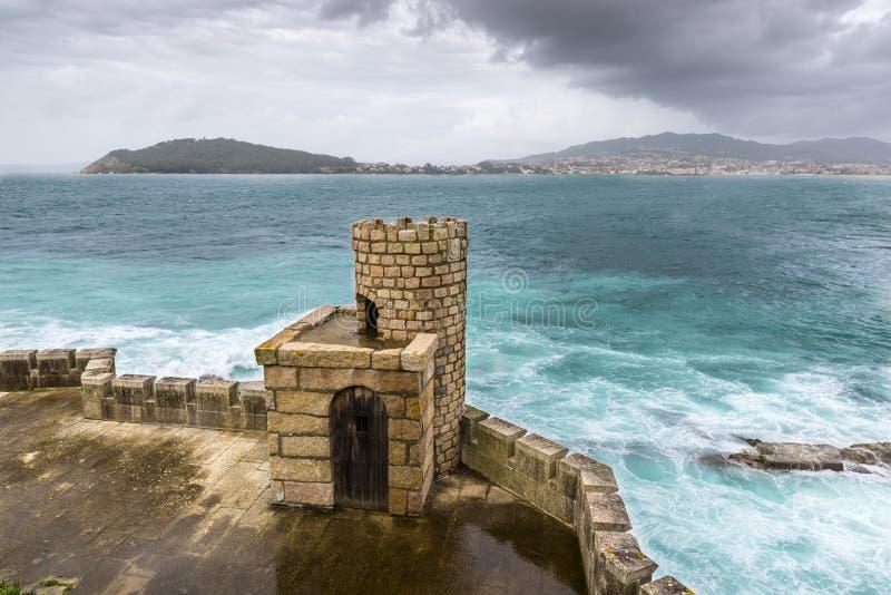 Tour défensive de la forteresse de Monterreal images stock