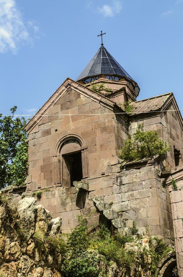 Tour d'école et de cloche du monastère Goshavank dans le village de ça alors, situé près de la ville de Dilijan photo libre de droits