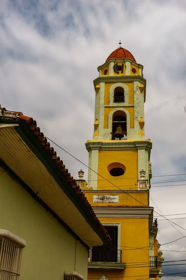 Tour d'église d'ancien St Francis de couvent d'Assisi au Trinidad, Cuba images stock