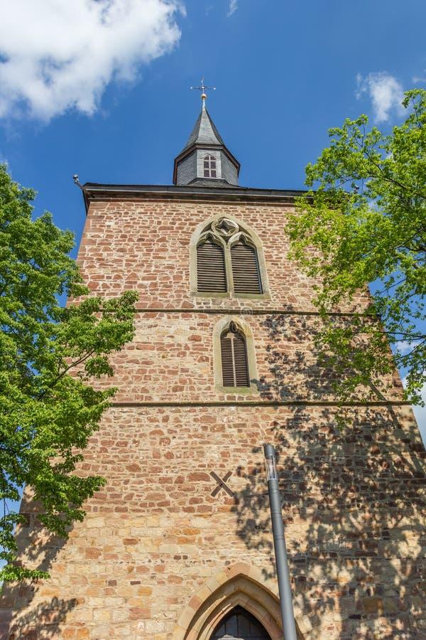 Tour d'église au centre historique de Blomberg images stock