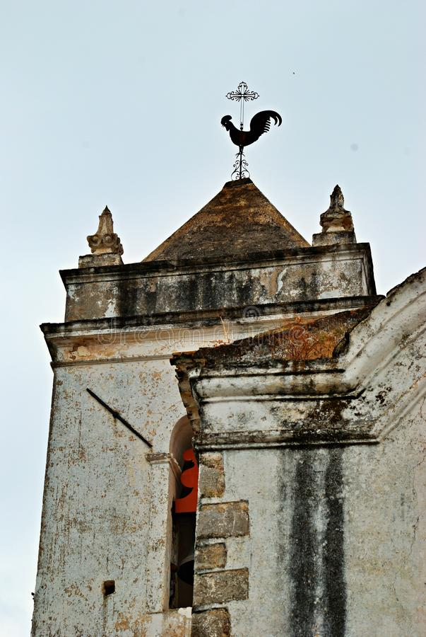 Tour d'église classique dans Tavira, Portugal photo libre de droits