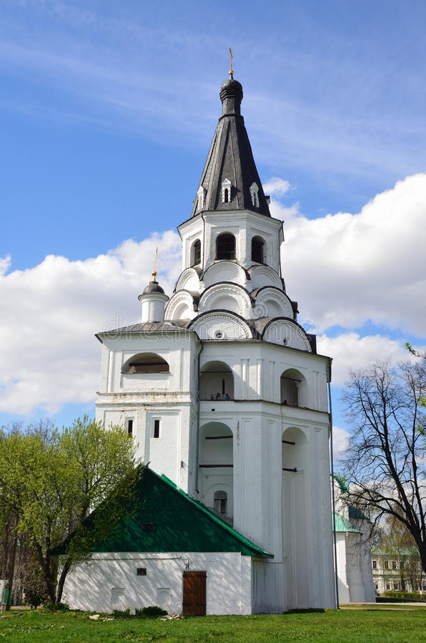 Tour d'Église-cloche de Raspyatskaya dans Aleksandrovskaya Sloboda, région de Vladimir, anneau d'or de la Russie images stock