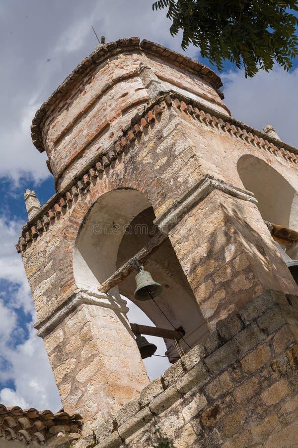 Tour d'église dans les Andes image stock
