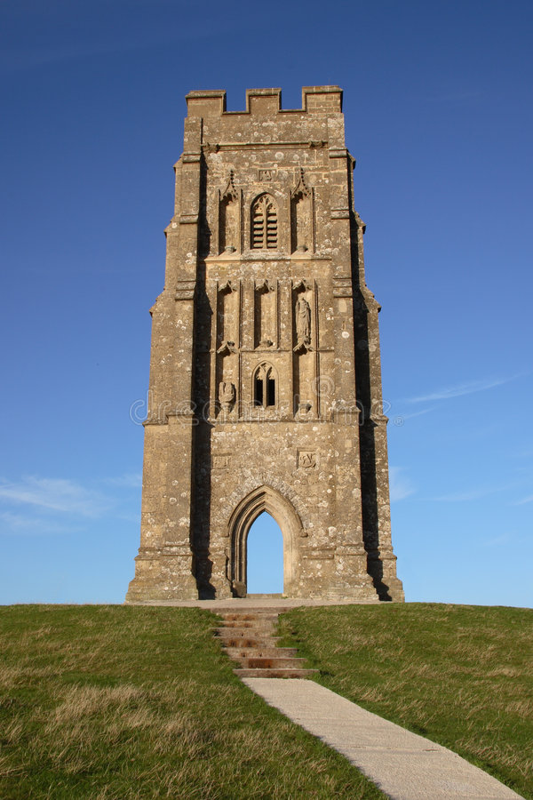Tour d'église de massif de roche de Glastonbury photographie stock
