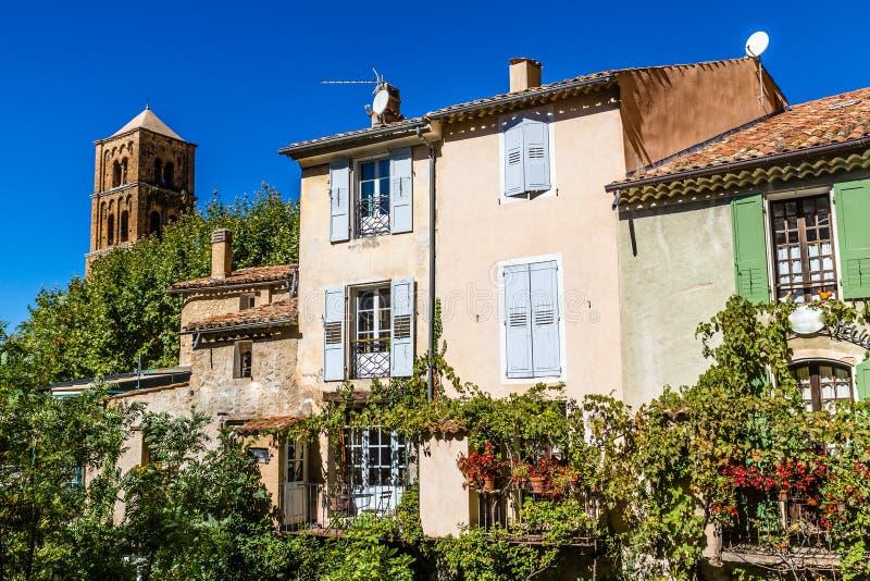Tour d'église et St Marie, France de maison-Moustiers photo libre de droits