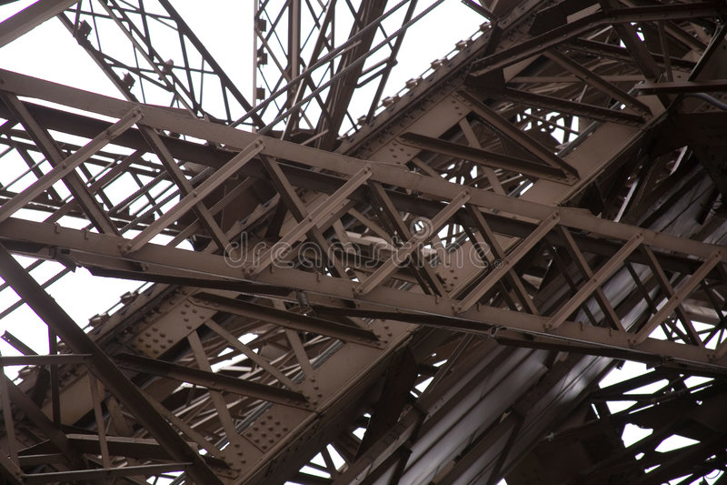 tour d'acier de poutres d'Eiffel photographie stock