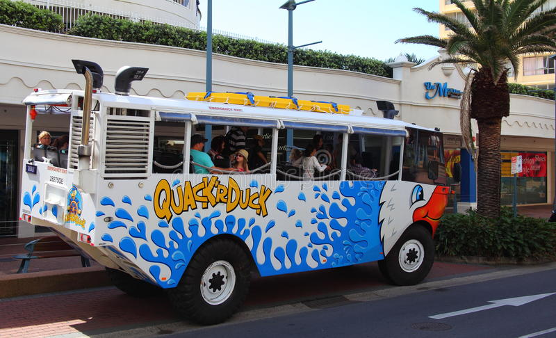 tour d'amusement de famille d'Aqua-camion image stock