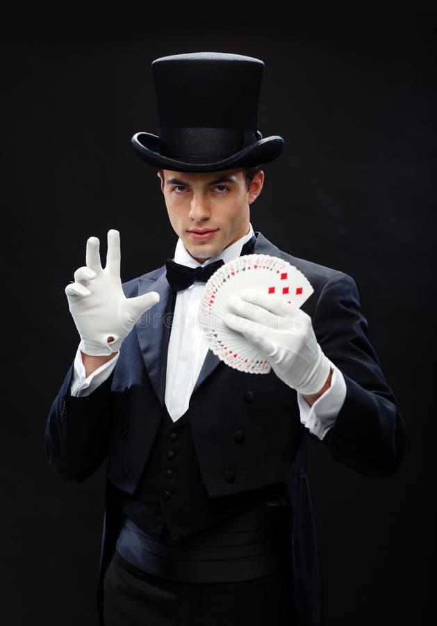 Tour d'apparence de magicien avec jouer des cartes image libre de droits
