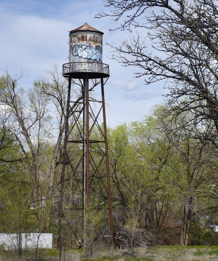 Tour d'eau abandonn?e images stock
