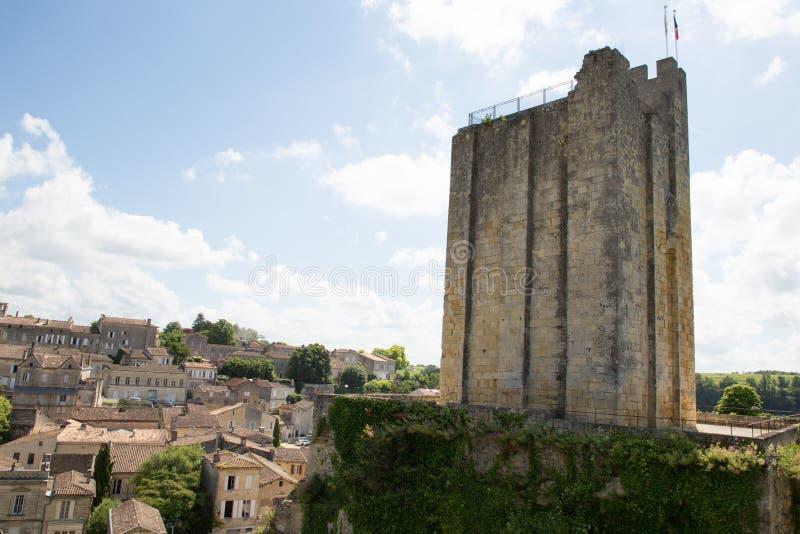 Tour d'emilion de saint du Roi Castle, dans le village de vin de l'Aquitaine près des Frances de Bordeaux images libres de droits